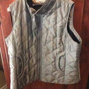 XL silver/Gray Vest. Nice condition!